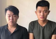 Hai kẻ bịt mặt giữa trưa ra đường 'săn' phụ nữ để cướp tài sản