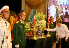 Cục Thi hành án dân sự TP HCM viếng Chủ tịch nước Trần Đại Quang