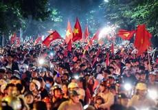 Rợp quốc kỳ, chật kín người ra đường mừng chiến thắng đội tuyển Việt Nam