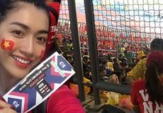 Á hậu xông vào ngồi giữa 80.000 CĐV Malaysia về nước nói điều bất ngờ về Đức Chinh