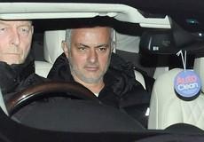 Bị MU sa thải, HLV Mourinho nhận tiền đền bù 'khủng'
