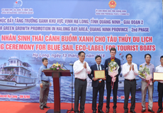 """Đạt 29 tiêu chí, 2 tàu du lịch trên Vịnh Hạ Long được trao nhãn """"Cánh buồm xanh"""""""