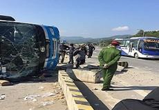 Xe khách lật trên đường đi Quảng Ninh, 1 người chết, 6 người bị thương