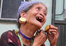 Mỹ nữ cuối cùng của núi rừng đeo hoa tai bằng ngà voi