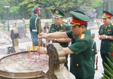 Đoàn công tác Bộ Quốc phòng dâng hương tại Nghĩa trang Liệt sỹ Quốc gia Đường 9 và Nghĩa trang Liệt sỹ Trường Sơn