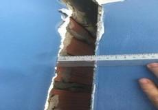 2 năm đòi hàng xóm bồi thường vì đóng cọc làm nghiêng nhà