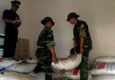 Bộ đội Biên phòng An Giang bắt giữ 20 tấn đường 'lậu', 10 tấn quần áo 'siđa'