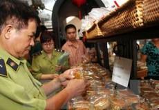 Chất lượng bánh Trung thu: Đến hẹn lại lo