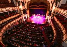 """Tại sao nghệ thuật đỉnh cao  """"chết yểu"""" trong Nhà hát lớn?"""