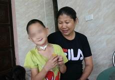 Tấm lòng nhân hậu của gia đình nghèo với đứa trẻ tật nguyền bị bỏ rơi