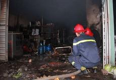 Cãi nhau với vợ, chồng đốt nhà, 3 người nhập viện