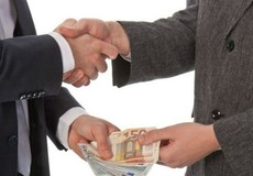 'Hối lộ' biến thành tội danh 'nhạy cảm' trong cuộc chiến chống tham nhũng?