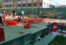 Sập dàn giáo khi đang kỉ niệm ngày 20/11, nhiều học sinh bị thương