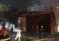 Xưởng nội thất ô tô cháy rụi trong đêm