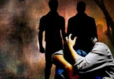 Cháu gái bị hai chú ruột thay nhau hiếp dâm