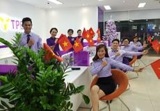 TPBank tặng hơn 10.000 cờ Tổ quốc cho fan bóng đá Việt