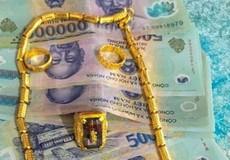 Thầy giáo chụp ảnh tiền, vàng rồi bịa chuyện khiến nhiều người cảm động