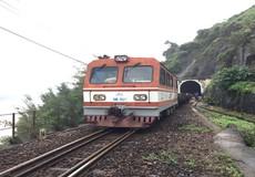 Khắc phục sạt lở tuyến đường sắt Bắc - Nam qua đèo Hải Vân