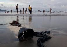 Cận cảnh rác thải táp đầy bãi biển Đà Nẵng