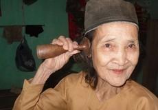"""Bà lang Mường đỡ đẻ 1.000 lần với ống nghe bằng """"chày gỗ"""""""