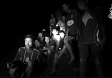 Khó giải cứu đội bóng Thái Lan bị kẹt trong hang