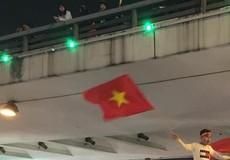 Người Hà Nội nô nức đổ ra đường ăn mừng Việt Nam vô địch