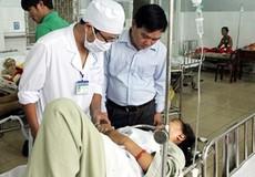 Xe khách lật nhào, 37 hành khách nhập viện cấp cứu