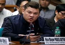Con trai ông Duterte từ chức