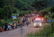 Nguy cơ lũ ập vào hang, lực lượng cứu đội bóng Thái Lan chưa thay hết bình oxy