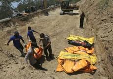 Đau đớn cảnh lật tìm người thân sau động đất, sóng thần ở Indonesia