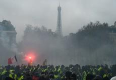 Pháp hoãn việc tăng thuế nhiên liệu