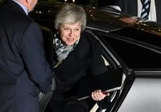 """Thủ tướng Anh Theresa May thoát """"ải"""" bỏ phiếu bất tín nhiệm"""
