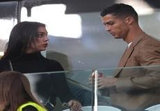 Ronaldo căng thẳng xuất hiện cùng bạn gái sau cáo buộc hiếp dâm