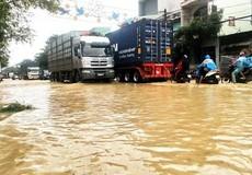 Nam Trung Bộ chìm trong biển nước, giao thông tê liệt