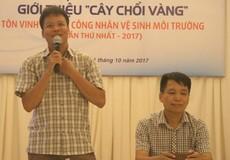 Tặng vàng cho công nhân vệ sinh môi trường tiêu biểu