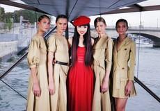 """""""Girls Run The World"""" thiêu đốt sàn diễn trên sông Seine"""