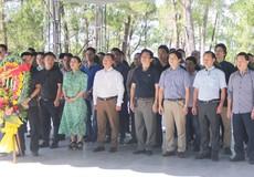 Những người làm báo Báo PLVN dâng hương tại 'đất thiêng' Quảng Trị