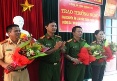 """Thưởng nóng Ban chuyên án bắt vụ vận chuyển ma túy """"khủng"""" trên tuyến biên giới Việt - Lào"""