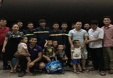 Chật vật giải cứu 10 người bị kẹt trong thang máy ở Thanh Hóa