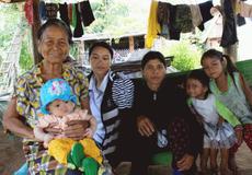 Người phụ nữ không chồng nuôi gần 20 đứa trẻ mồ côi