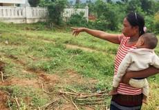 Người phụ nữ Vân Kiều nghèo hiến đất xây trường