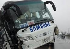 Đường trơn, mất lái, xe chở công nhân SamSung gặp tai nạn