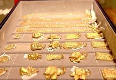 Giá vàng vẫn ở mức cao dù được bán tháo