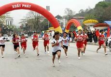"""Hàng trăm vận động viên """"Chạy trên cung đường hạnh phúc"""""""