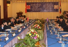 Bộ trưởng Bộ Tư pháp Hà Hùng Cường hội đàm với Bộ trưởng Tư pháp Lào