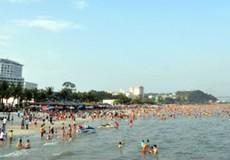 Quảng Ninh: Bãi tắm Bãi Cháy sẵn sàng phục vụ du khách dịp nghỉ lễ 30/4