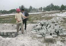 Thừa Thiên Huế: Hàng nghìn diện tích đất rừng bị lấn chiếm để xây mồ mả