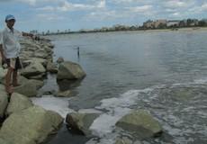 Biển Đà Nẵng ô nhiễm nặng, thành phố vẫn loay hoay chọn phương án