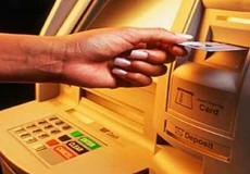 Rút tiền từ ATM, coi chừng bị đánh cắp thông tin