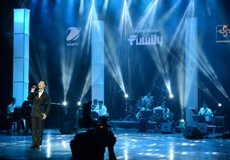 Đức Tuấn phiêu trong tình ca Phạm Duy trên sân khấu của VinaPhone Family Live Concert.